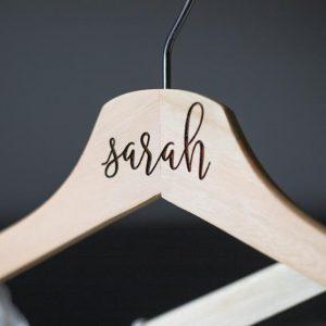 Percha-madera-personalizada-nombre