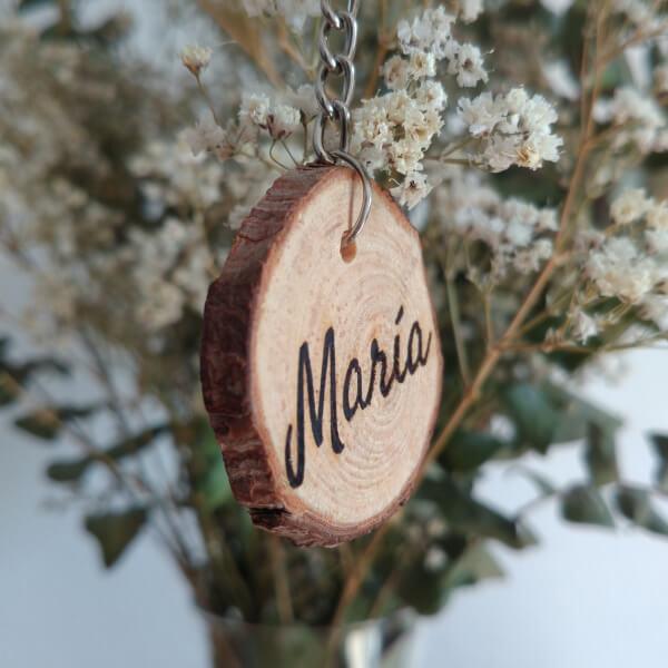 Llaveros-rodajas-madera-personalizados-originales-grabados-nombres-frases