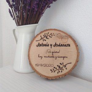 Porta-alianzas-rodaja-tronco-madera-boda